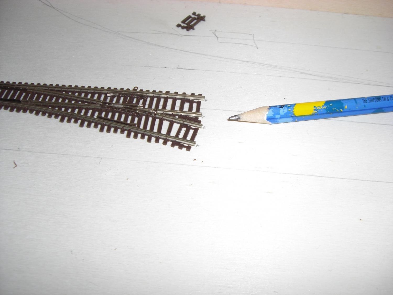 Erste Weiche - Schienenverbinderlöcher